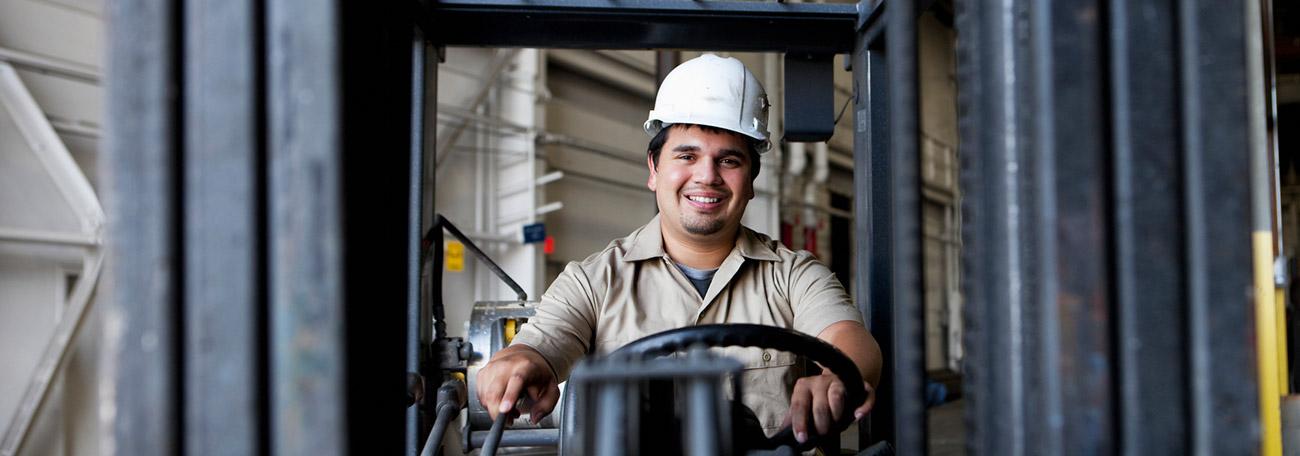Wie sieht dein Beruf als Staplerfahrer aus? Was bedeutet es, einen Gabelstapler zu fahren?