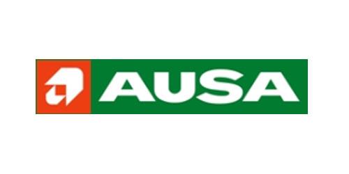 Orangene Farbe, kompakter Aufbau, Geländegängigkeit: Dadurch zeichnen sich AUSA Stapler aus.