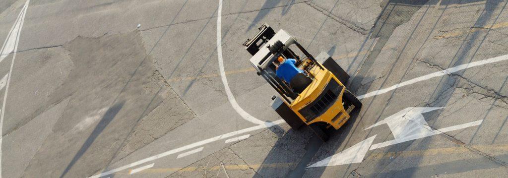 Ist die Lenkung eines Gabelstaplers anders als die eines PKWs? Worauf müssen Fahrer achten?